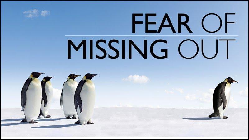 FOMO là viết tắt của cụm từ tiếng Anh Fear of Missing Out